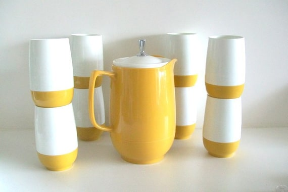 Vintage Thermos Insulated Ware Pitcher & 8 Tumbler Glasses Set White And Sunny Yellow