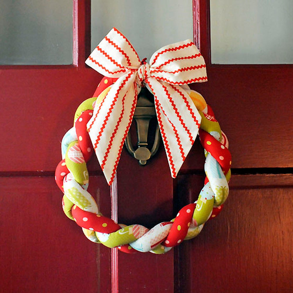 Christmas Wreath Braided Fabric Vintage Style Christmas Decoration Retro Colors