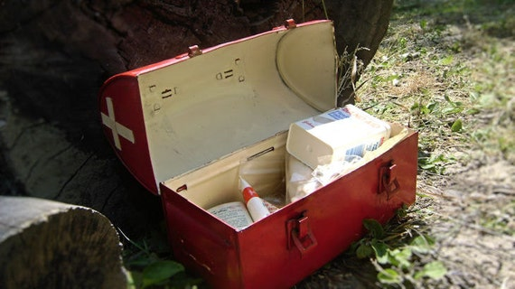 Vintage Lunch Pail First Aid Kit Metal Bomb Shelter/Survival/Zombie Apocalypse