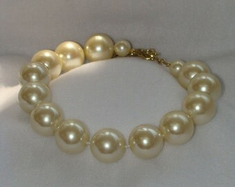 Vintage Jewelry Necklace wedding pearls  HugE ivory simulated pearls with gold tone clasp