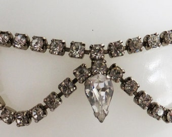 Vintage jewerly necklace in Art Deco clear rhinestones set in silver tone necklace