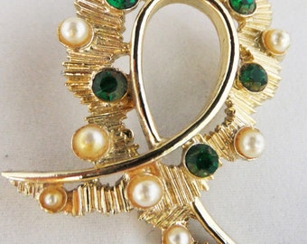 Vintage jewelry brooch gold tone with emerald green rhinestones and simulated gold hued pearls brooch Sale half price