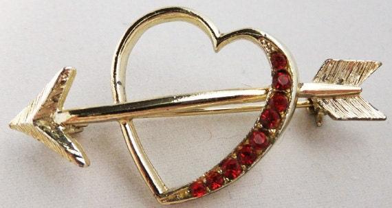 Vintage jewelry brooch in  red rhinestone heart brooch with arrow 70s