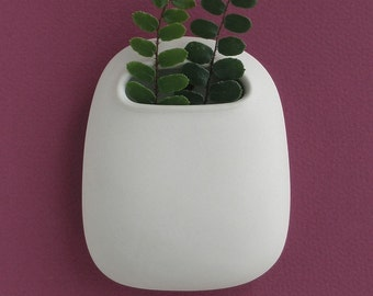 Small Hanging Roundy Pod Wall Vase