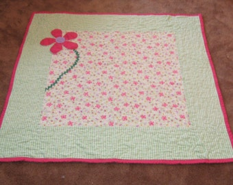"""Pink Daisy cozy flannel quilt  42"""""""
