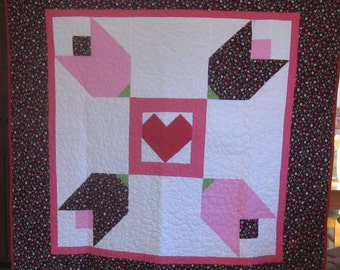 Bold Hearts and Flowers Quilt