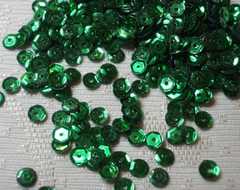 5MM CUPPED CHRISTMAS Green Sequins