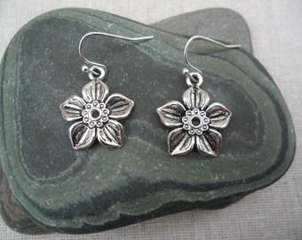 Silver Flower Earrings -  Simple - Everyday - Earrings - Botanical Nature Jewelry