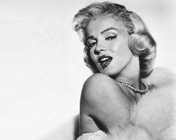 Marilyn Monroe (35 inch x 24 inch) - Very Big Poster