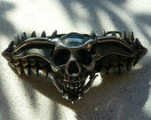 Custom skull belt buckle.  Crafted of lead free pewter.