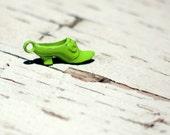 Vintage green lady's shoe pendant (cracker jack yoy replica)