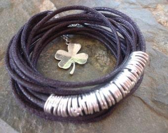 LUCK dark brown wrap bracelet with clover (1113)