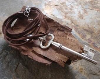 KEY hippie necklace of dark brown suede (766)