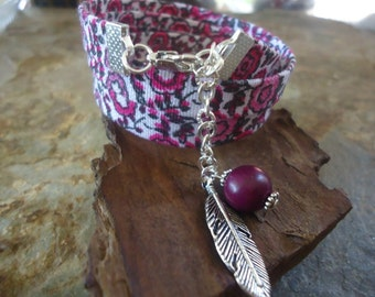 FLORAL BERRY wrap bracelet of fabric with feather and palm seed (490)