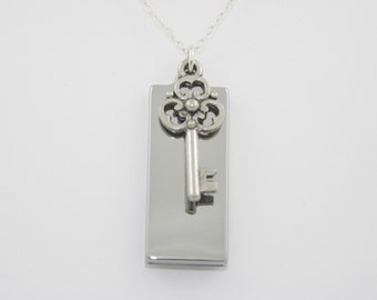 8GB USB Memory Silver Necklace