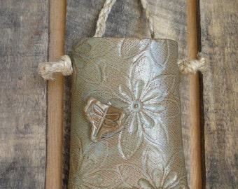 dragonfly daisy wall pocket