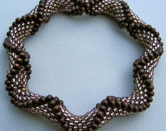 Bead Crochet Pattern:  Large Dimensional Recessed Diamonds  Bead Crochet Pattern