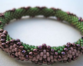 Bead Crochet Bracelet Pattern:  Zig Zag Bead Crochet Bangle Pattern