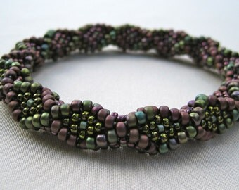 Bead Crochet Bracelet Pattern:  Lines and Diamonds Bead Crochet Pattern