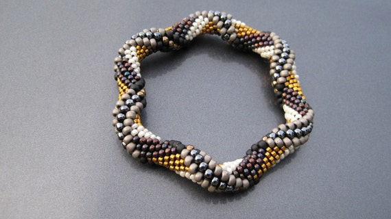 Bead Crochet Pattern: Tie Dye Reverse Spiral by Linda Lehman