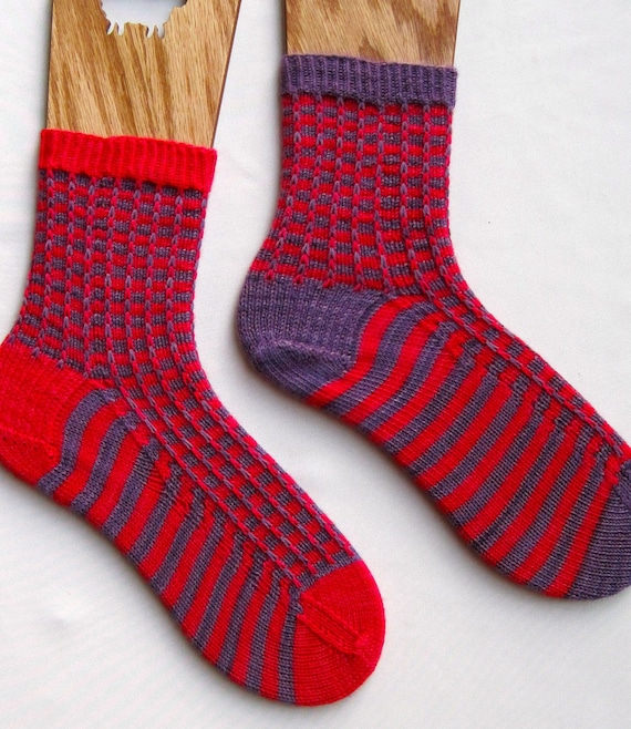 Pattern For Knitting Two Socks At A Time : Knit Sock Pattern: Two Color Mismatched Socks Knitting
