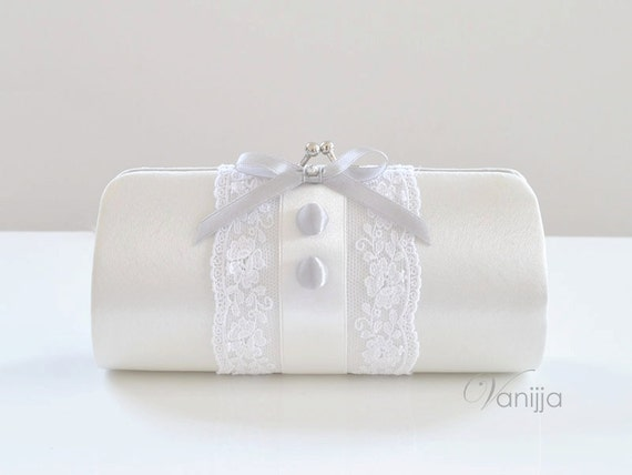 Small Elizabeth Clutch in Off white. Perfect for the Bride, Bridesmaid or any event