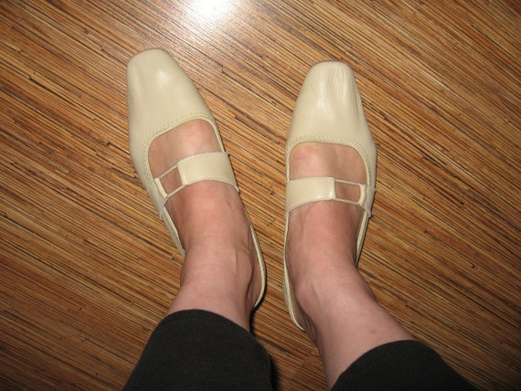 Vintage Kraus ballet flats slippers bone leather mary jane shoes 6-6.5 M never worn