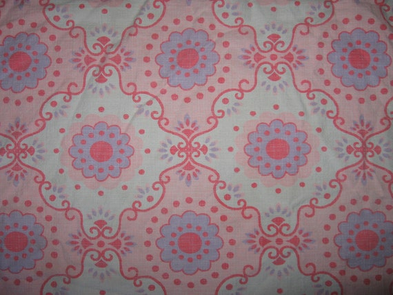 Vintage mod floral daisy barkcloth pink white purple fabric was tablecloth