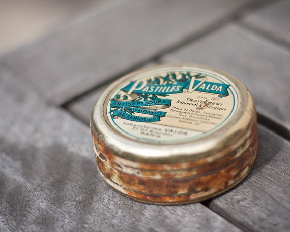 Antique French Tin Box Shabby Chic Pastilles Valda Rustic Gold Turquoise Verdigris teamcamelot elitett tbteam