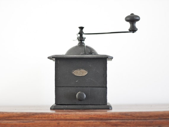 Antique Coffee Grinder Peugeot Black Wood French Cube Mill Rustic Kitchen Home Decor Cottage Country Shabby Chic tbteam elitett