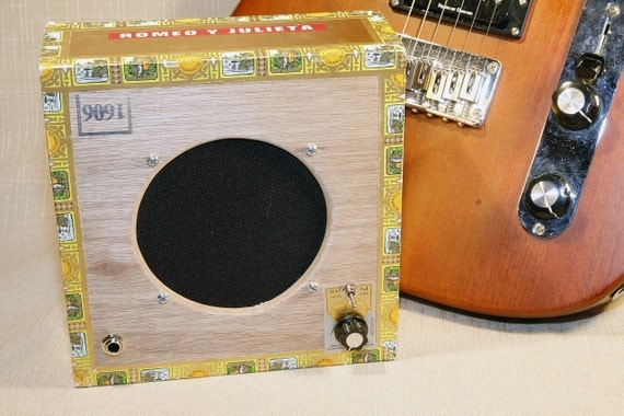Romeo y Julieta: a 9v Travel Guitar Amp