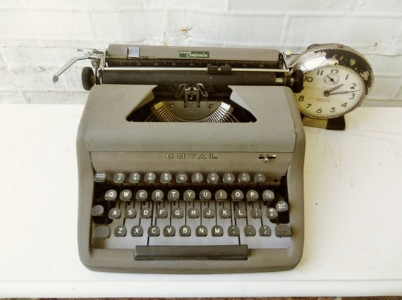 Vintage Royal Typewriter with Carrying Case