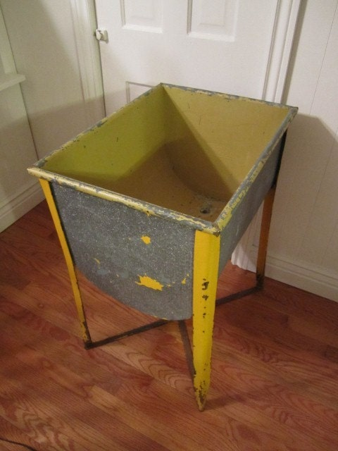 Antique galvanized wash tub on stand with drain made in st for Old metal wash tub