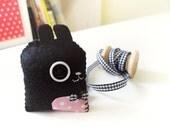 B-bit, black bunny with bow tie, felt brooch with pink polka dot fabric
