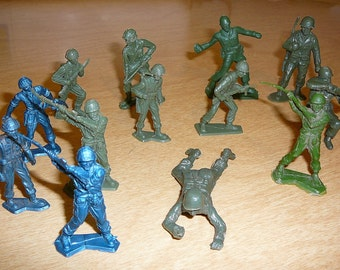 Vintage ARMY MEN Toy Soldiers