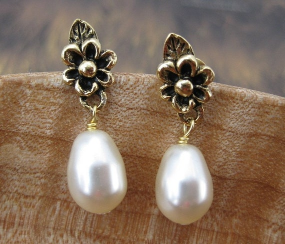 Renaissance Style Earrings -- Posts, Studs, Gold, Pearl Drop Earrings, Drop Pearl Earrings, Bridesmaid Earrings, Gold Pearl Jewelry