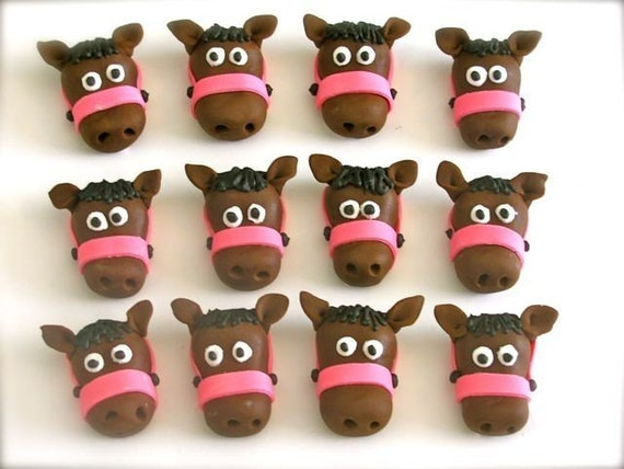 Items similar to Edible Fondant Horses with Bridal (12 ...