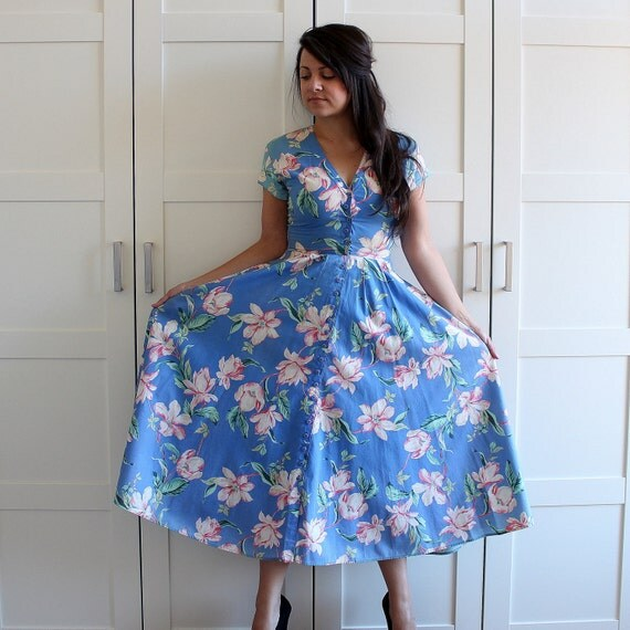 Vintage 50s Shirtwaist Dress, Floral Print Button Front Full Skirt Day Dress, size Small Medium