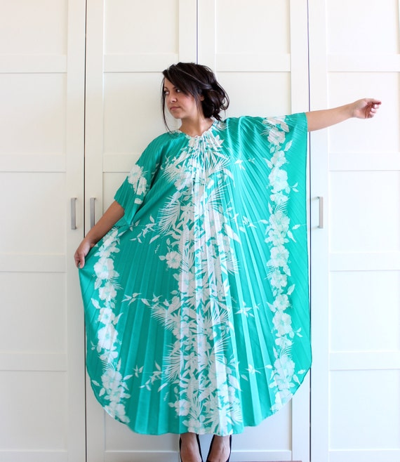 Vintage 1970s Pleated Dress Muu Muu Floral House Dress, Teal Hawaiian Floral Print Maxi Dress, One Size