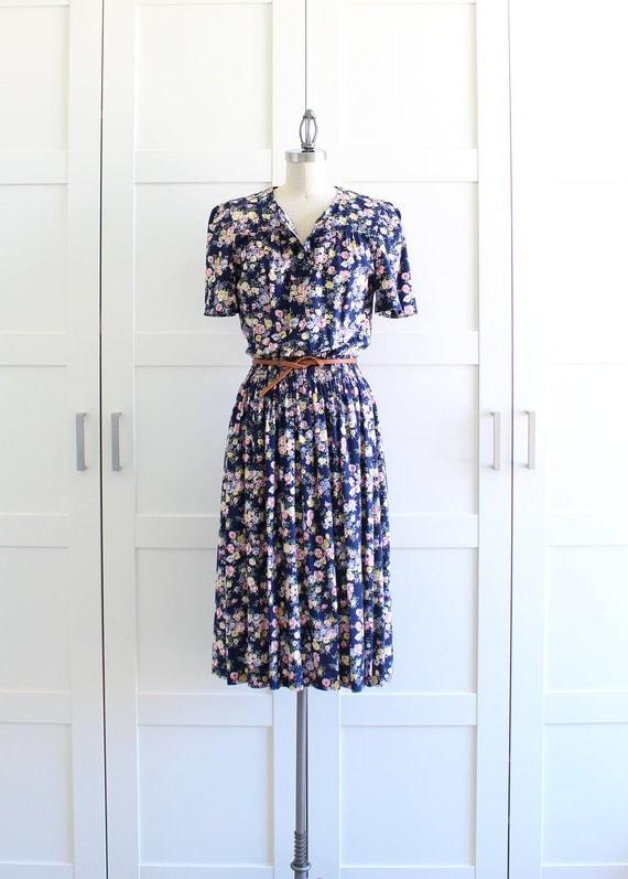Vintage Floral Dress / Shirtwaist Dress / Dark Floral Print Shirtdress / Large
