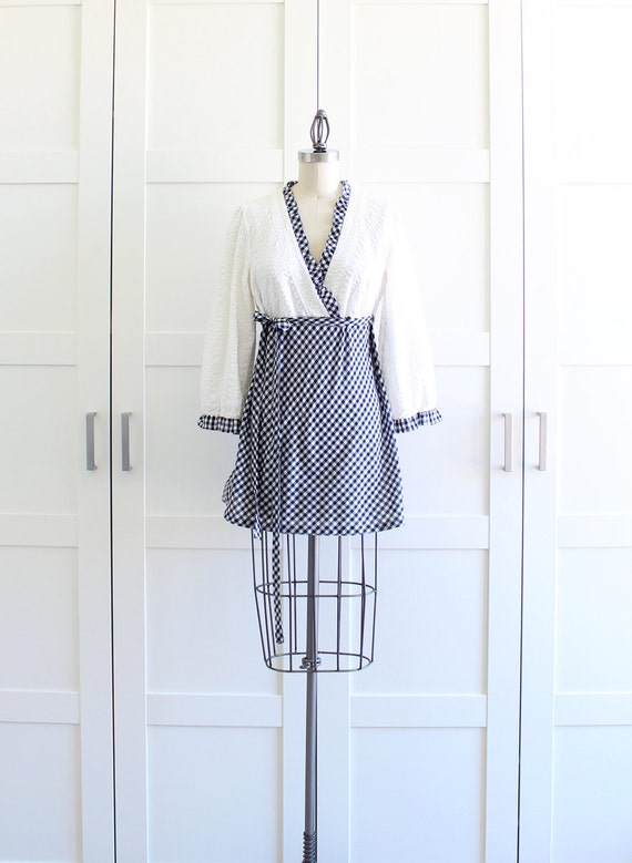 SALE - Vintage 60s Mod Mini Dress / Seersucker Gingham Long Sleeve Dress / Medium Large