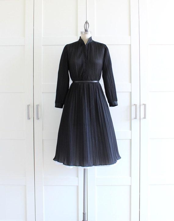Black pleated dress accordion pleat shirtwaist dress for Black pleated dress shirt