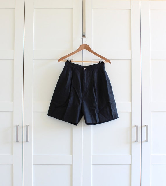 Black High Waisted Shorts, 1980s 80s Highwaist Pleated Shortsin Linen, size Medium