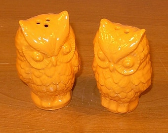 Hoot - Ceramic Owl Salt and Pepper Shakers  -  Orange