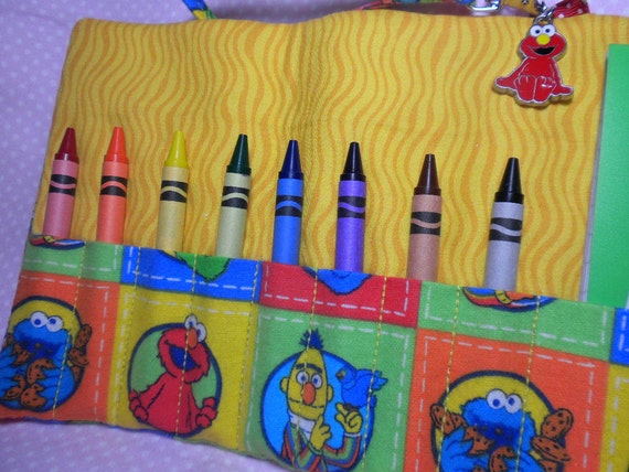 SESAME STREET - On-the-Go Crayon Wallet Roll - Wristlet Carry All