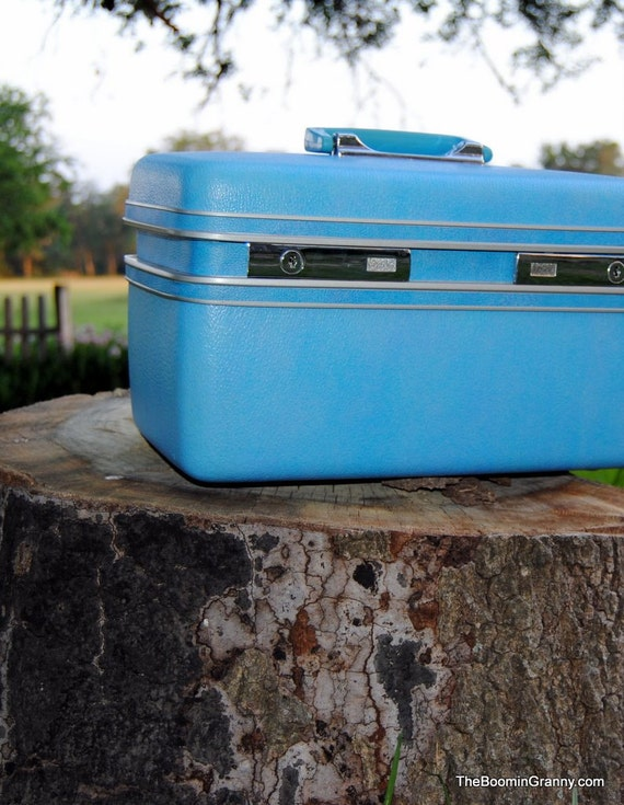 Blue Vintage Traincase Luggage Carry On with  Key
