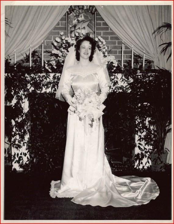 1940s Vintage Light Ivory Cream Satin and Lace Antique Wedding Dress