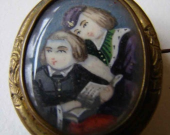 Oval brooch decorated with a miniature on ivory. Frame golden metal