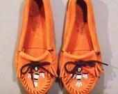 Vintage Orange Suede Leather MINNETONKA Moccasins.  Women size: 6 (36 Euro)