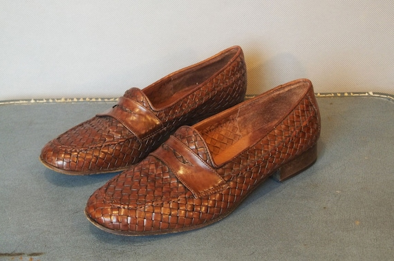 Vintage WOVEN Moc Toe Loafers. Made in Italy. Women size 8.5 (39 Euro)